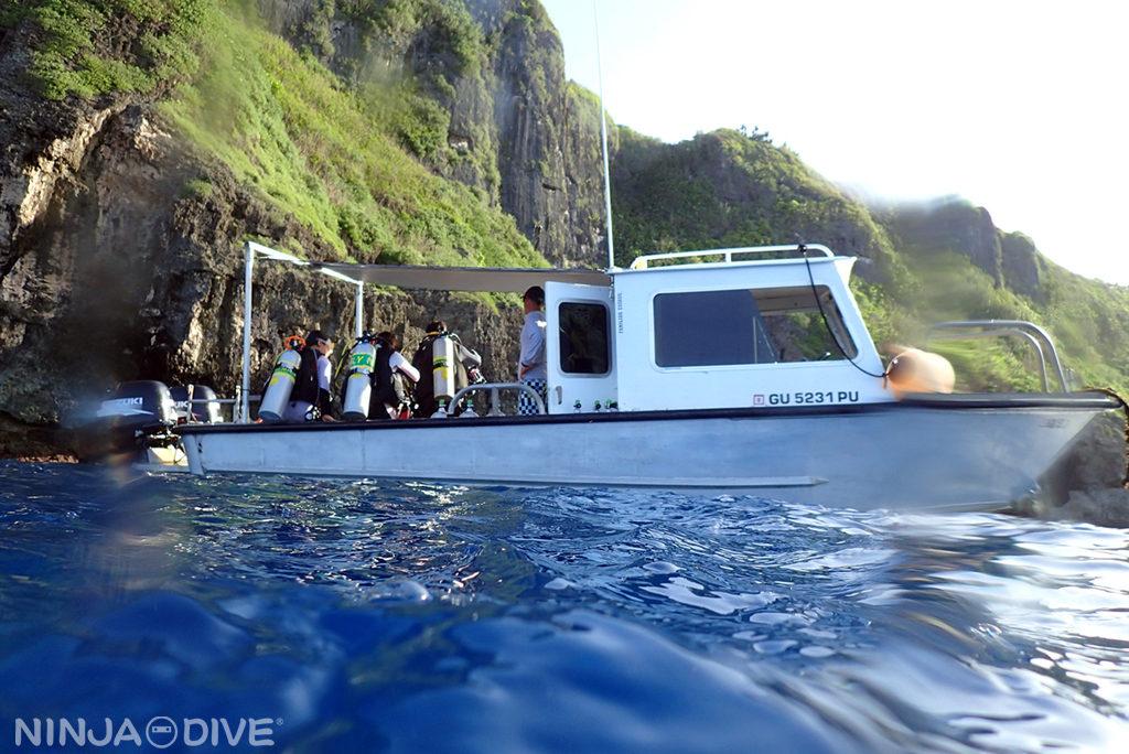 グアム中部 貸し切りボート チャーター ファンダイビング ボートダイビング ブルーホール